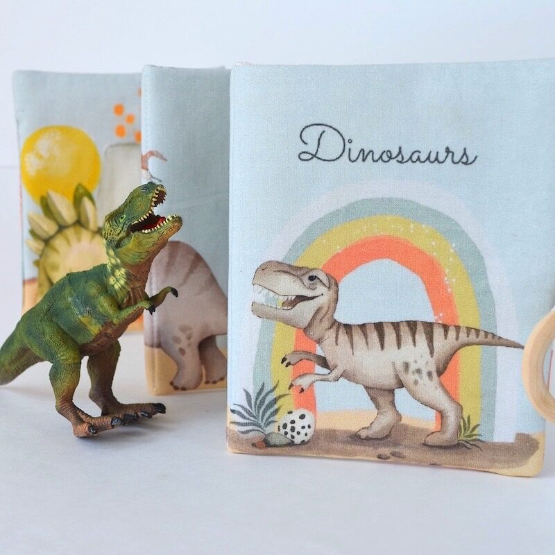 livre-éveil-tissu-bebe-dinosaures